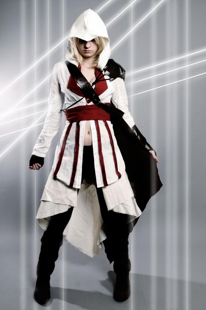 Alexa Karii - Fem Ezio cosplay 1