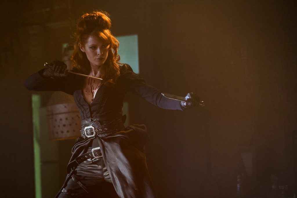 emily-beecham-into-the-badlands-daggers